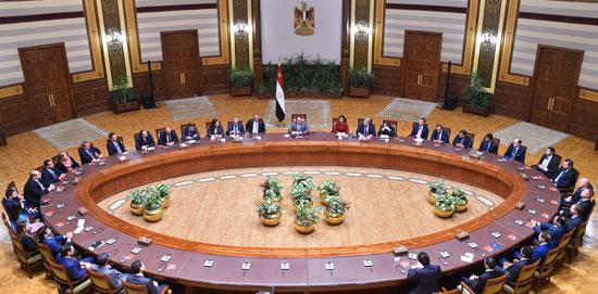 السيسى و وفدا ضم ممثلين عن 26 صندوقا إقليميا وعالميا للاستثمار (2)