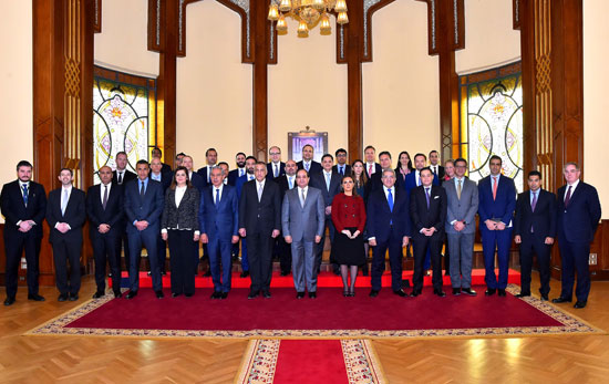 السيسى و وفدا ضم ممثلين عن 26 صندوقا إقليميا وعالميا للاستثمار (1)