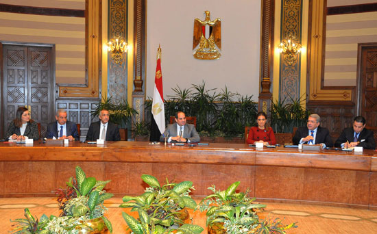 السيسى و وفدا ضم ممثلين عن 26 صندوقا إقليميا وعالميا للاستثمار (3)