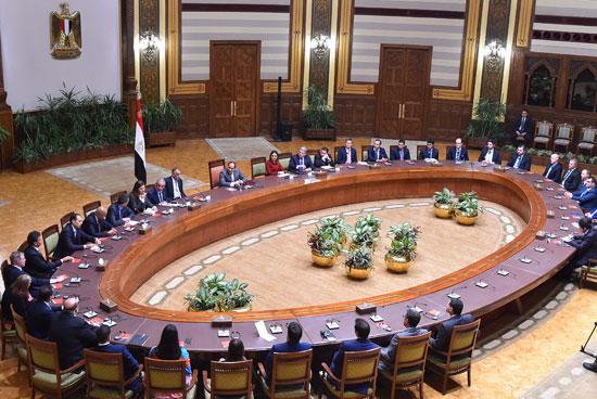 السيسى و وفدا ضم ممثلين عن 26 صندوقا إقليميا وعالميا للاستثمار (6)