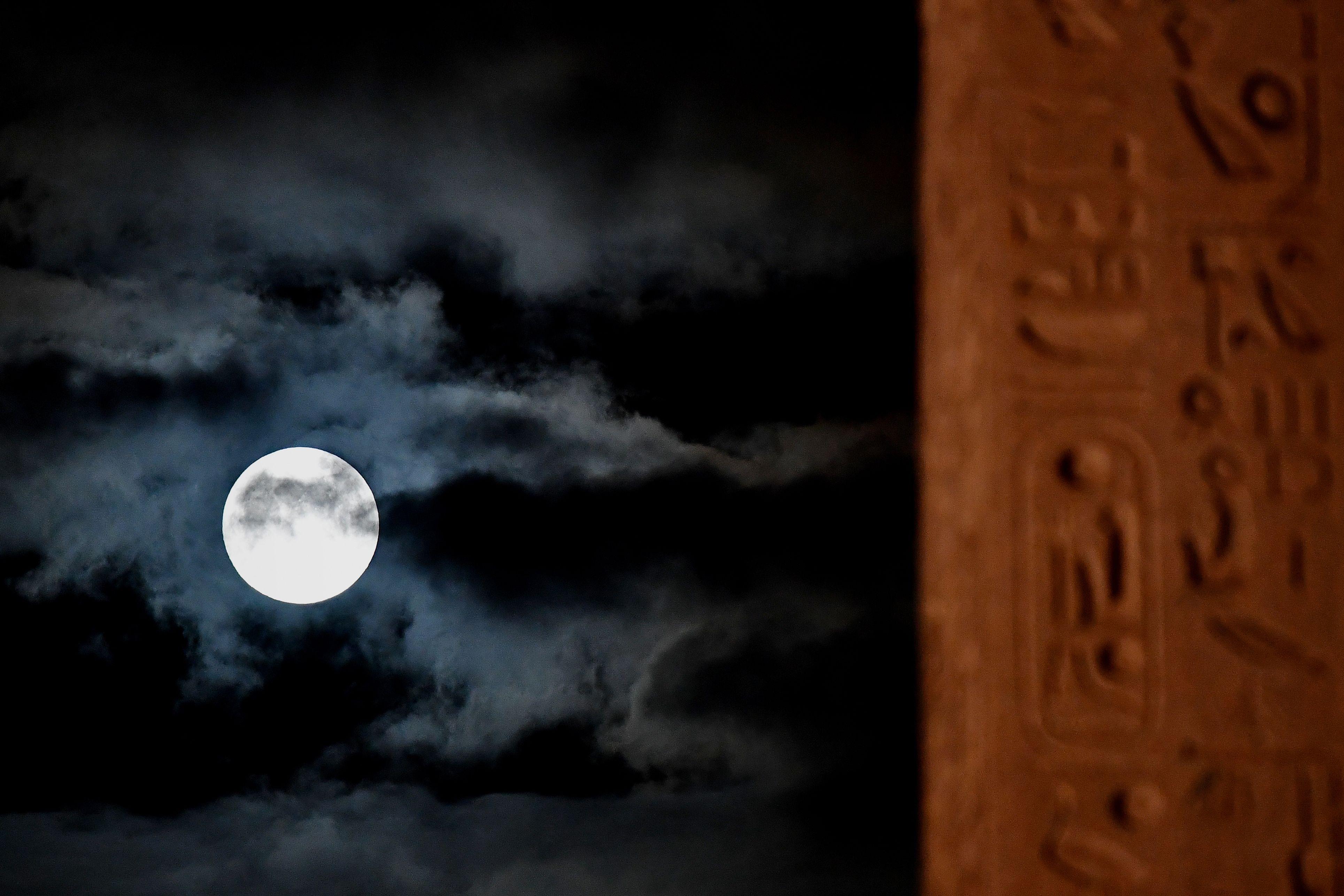 القمر العملاق من ايطاليا