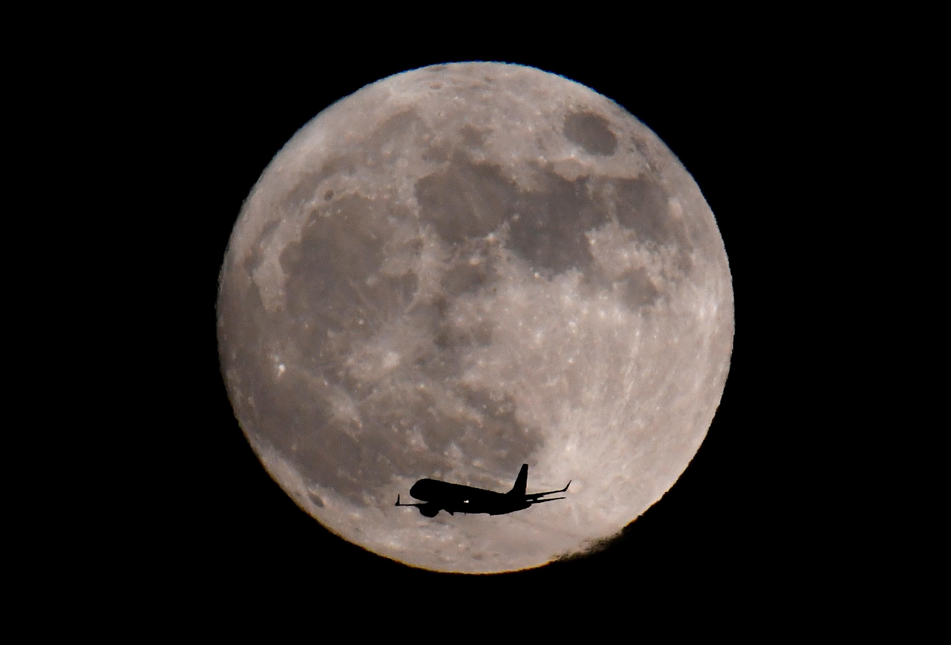 القمر الضخم فى سماء بريطانيا