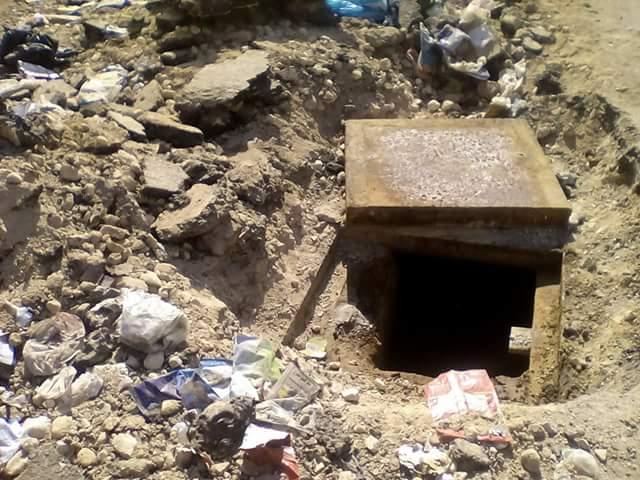 بالوعات الصرف الصحي المكشوفة بمدارس شبرا الخيمة