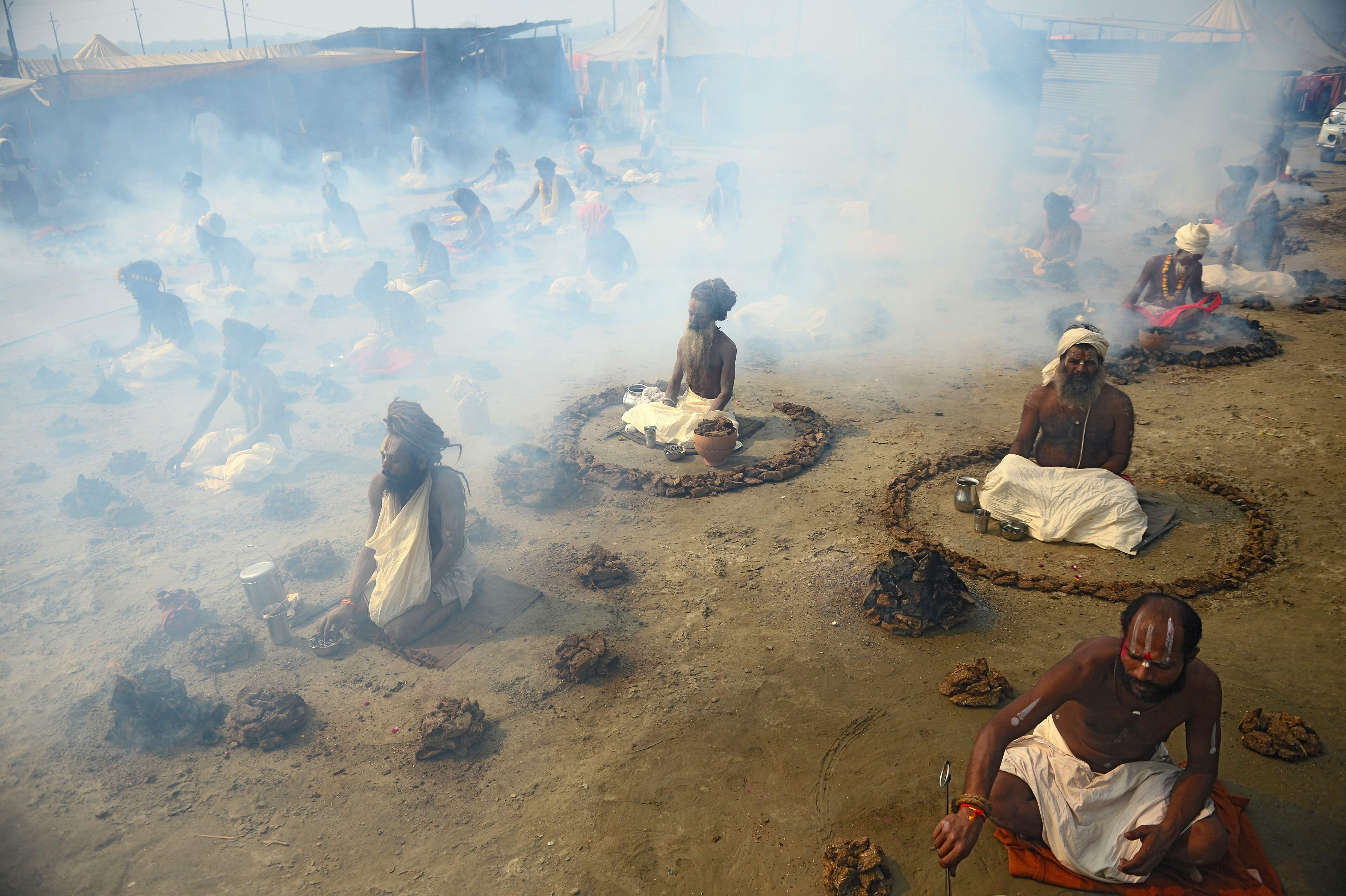 هندوس يشاركون فى المهرجان