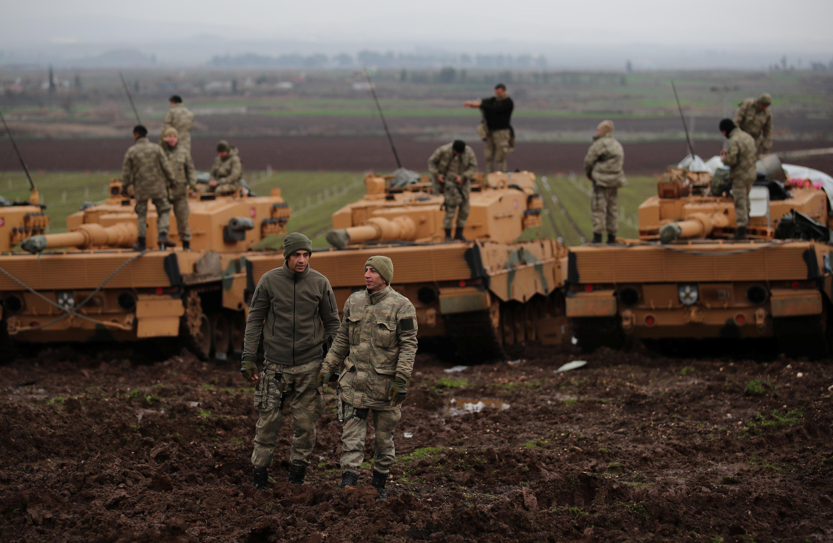 تمركز القوات التركية على الحدود السورية