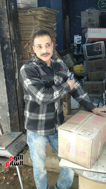 صالح-عبد-الفتاح-صاحب-محل-بالشارع