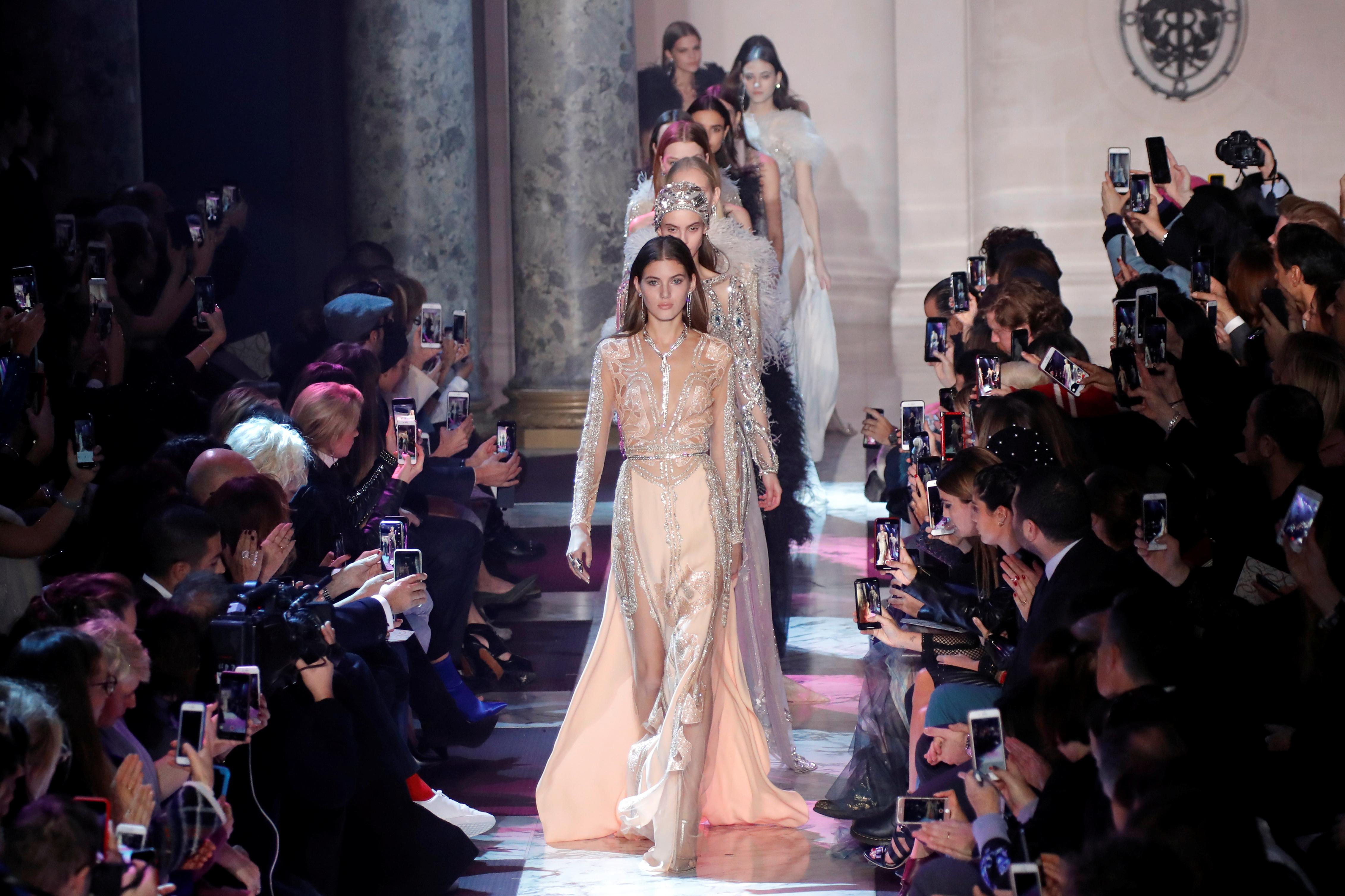 عرض المصمم العالمى إيلى صعب فى أسبوع الموضة فى باريس (2)