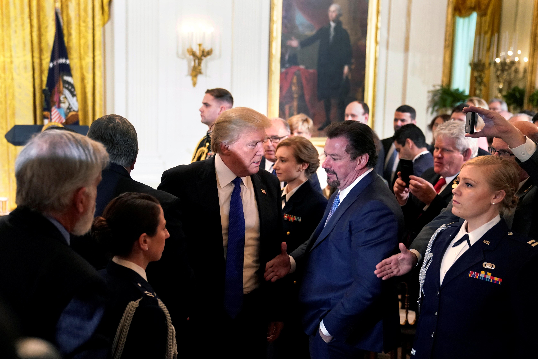 ترامب مع رؤساء البلديات فى البيت الأبيض