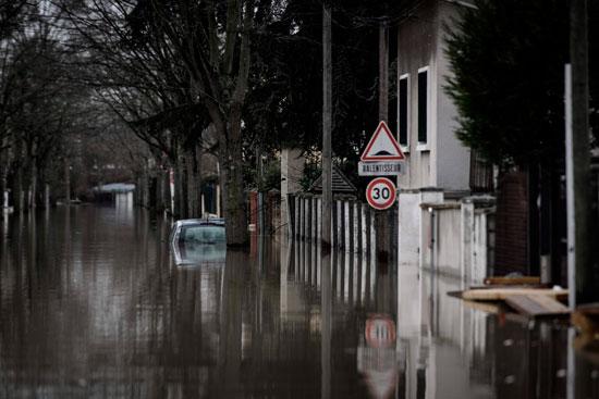 باريس تغرق فى الفيضانات وإجلاء المئات من منازلهم 45963-المياه-تغطى-شو