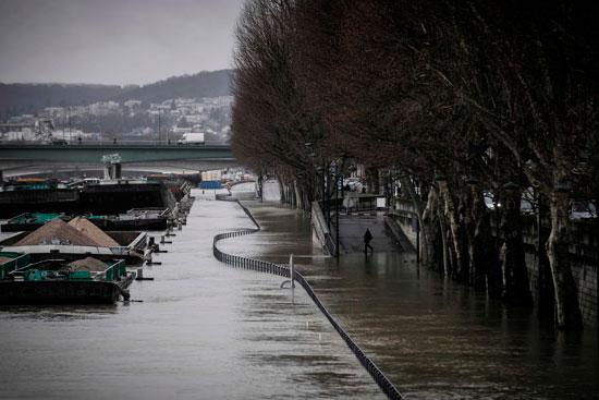 باريس تغرق فى الفيضانات وإجلاء المئات من منازلهم 47823-جانب-من-الفيضا
