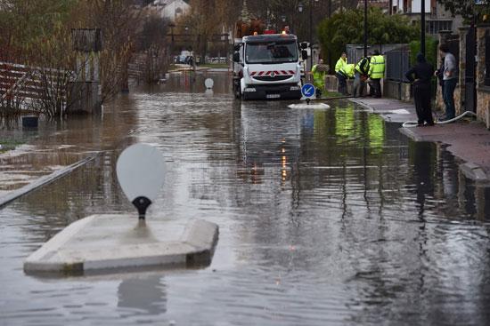 باريس تغرق فى الفيضانات وإجلاء المئات من منازلهم 57233-ارتفاع-منسوب-ا