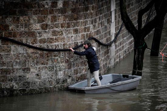 باريس تغرق فى الفيضانات وإجلاء المئات من منازلهم 64156-فيضانات-تغرق-ش