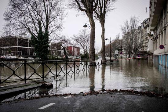 باريس تغرق فى الفيضانات وإجلاء المئات من منازلهم 74614-جانب-من-فيضانا