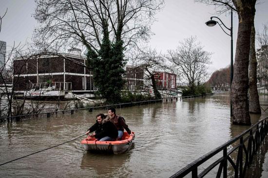 باريس تغرق فى الفيضانات وإجلاء المئات من منازلهم 75618-مواطنون-يستخدم