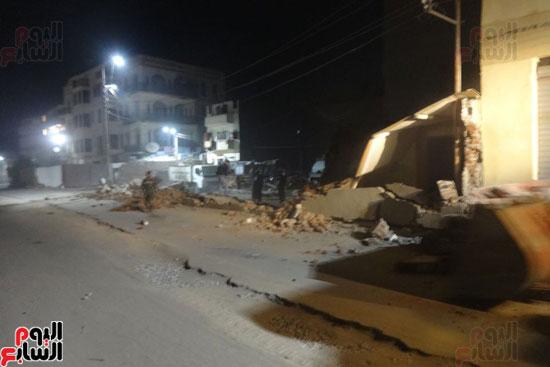 إزالة جزء من مبنى مطل على طريق الكباش خلال العمل بالمشروع