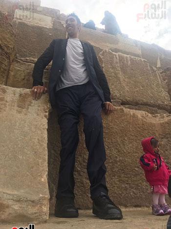 أطول رجل وأقصر امرأة بالعالم (1)