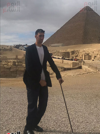 أطول رجل وأقصر امرأة بالعالم (6)