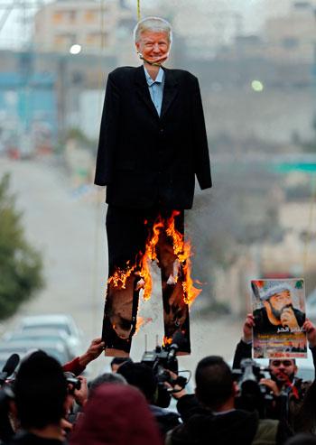 حرق دمية الرئيس الأمريكى