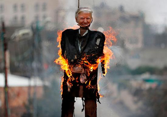 جانب من حرق دميه ترامب