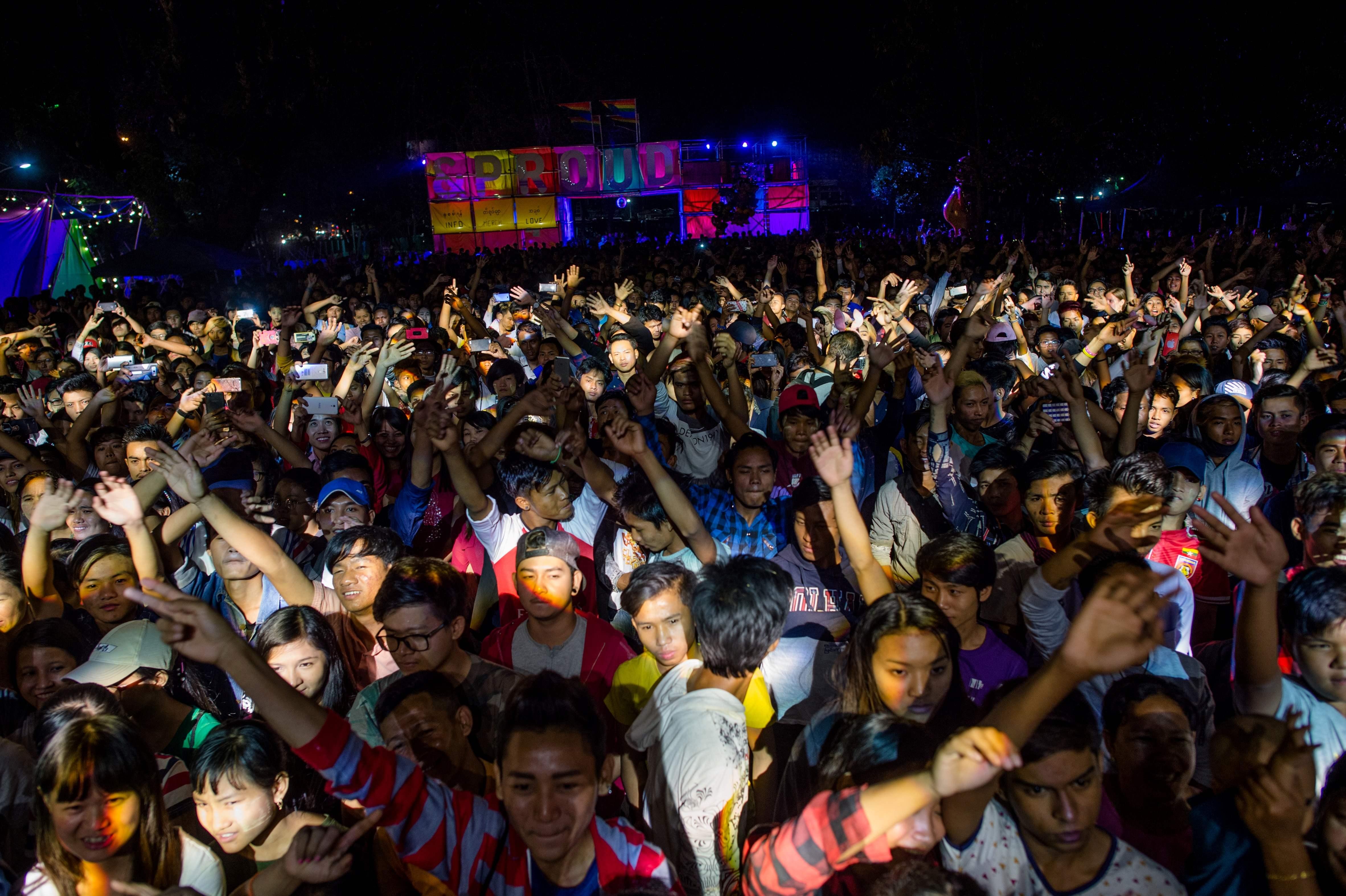 احتفالات للمثليين  فى ميانمار