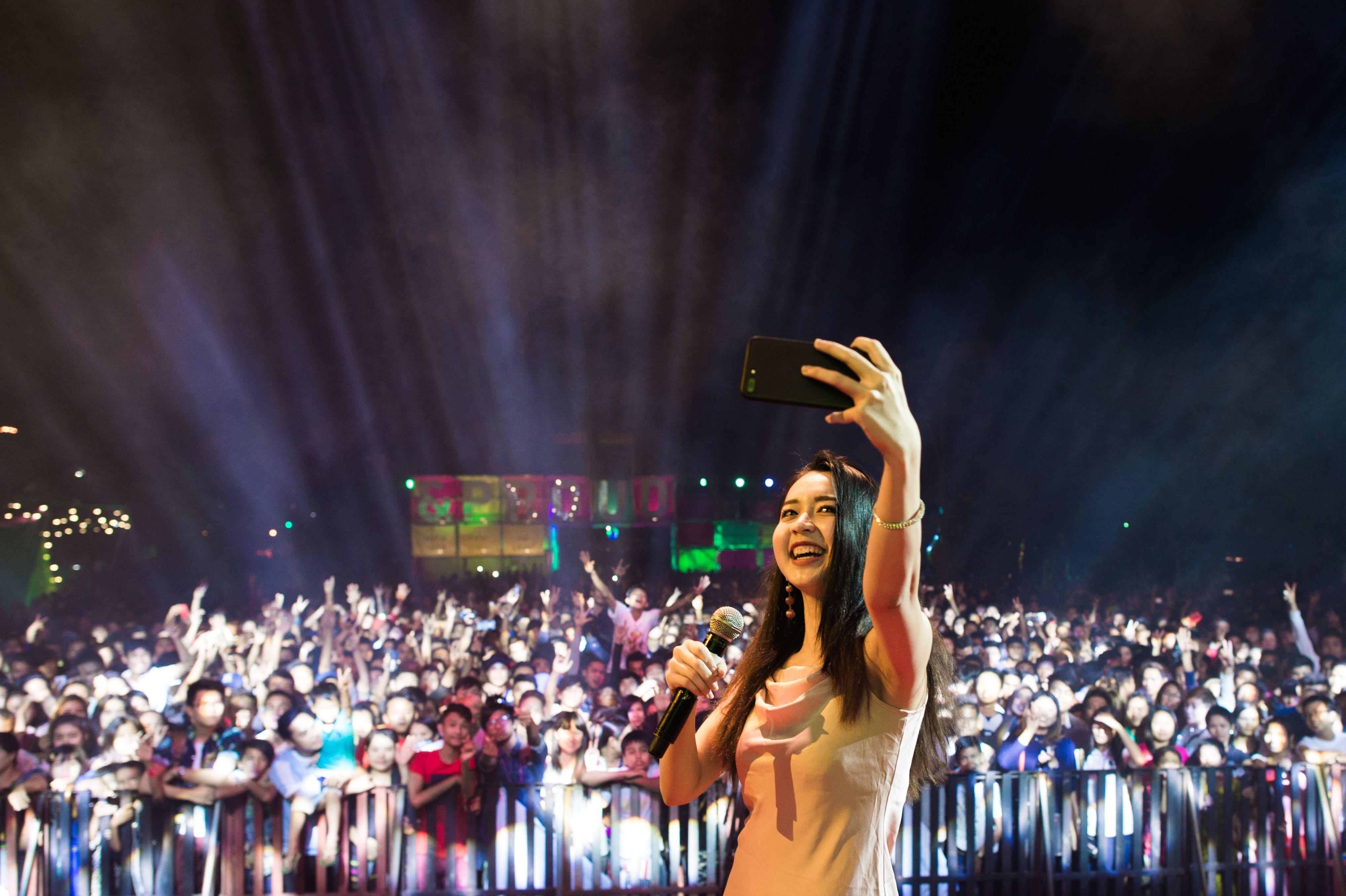 احتفالات صاخبة للمثليين والمتحولين جنسيا فى ميانمار