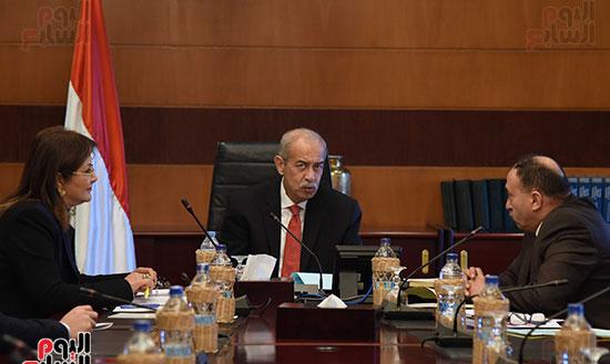 صور رئيس الوزراء يجتمع مع وزيرة التخطيط (3)