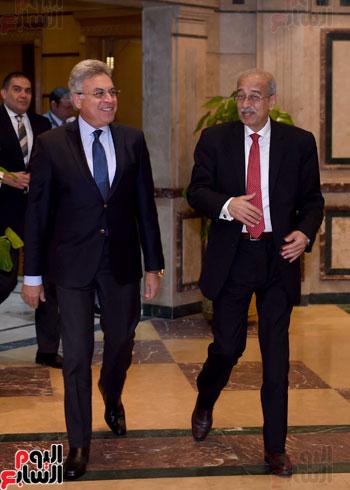 شريف إسماعيل يلتقى رئيس هيئة الرقابة الإدارية (4)