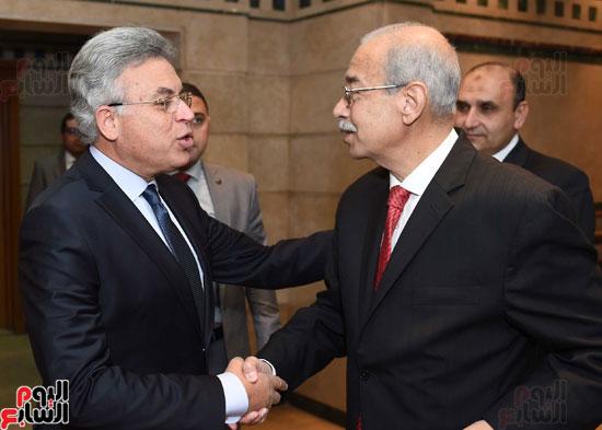شريف إسماعيل يلتقى رئيس هيئة الرقابة الإدارية (5)