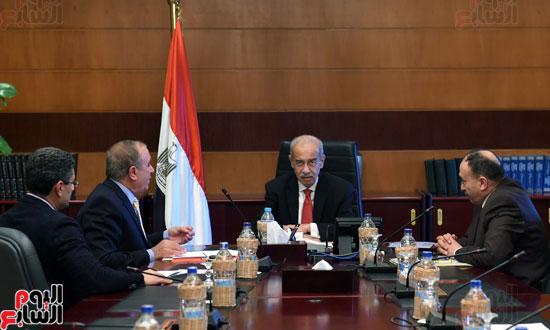 شريف اسماعيل رئيس الوزراء ووزير التنميه (1)