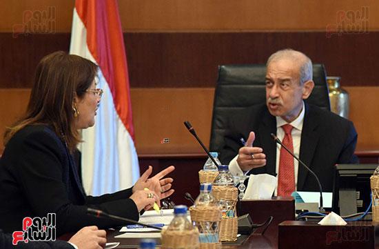صور رئيس الوزراء يجتمع مع وزيرة التخطيط (1)
