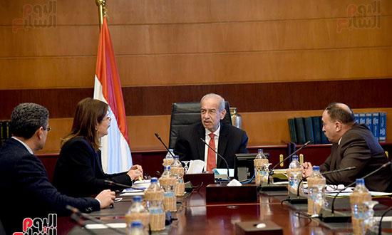 صور رئيس الوزراء يجتمع مع وزيرة التخطيط (4)