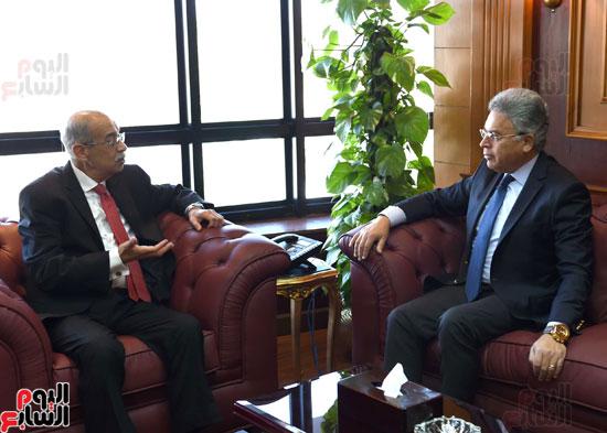 شريف إسماعيل يلتقى رئيس هيئة الرقابة الإدارية (3)