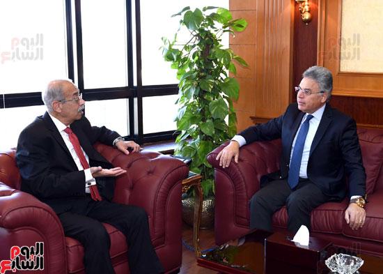 شريف إسماعيل يلتقى رئيس هيئة الرقابة الإدارية (1)