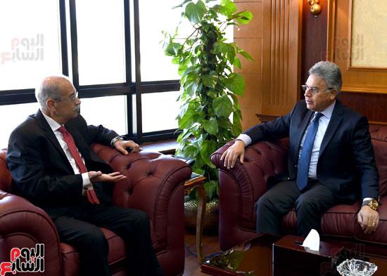 شريف إسماعيل يلتقى رئيس هيئة الرقابة الإدارية (2)