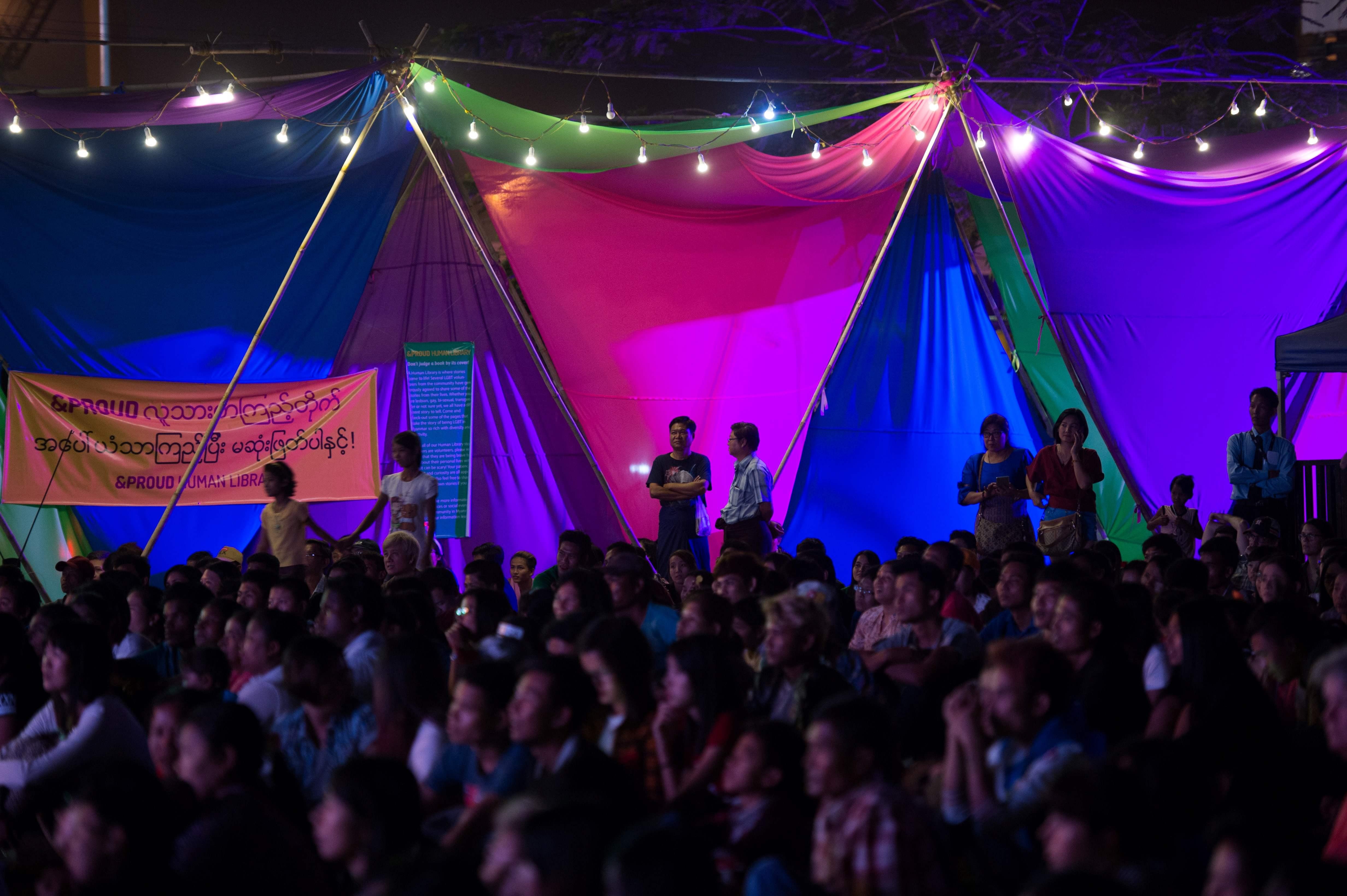 احتفالات للمثليين والمتحولين جنسيا فى ميانمار