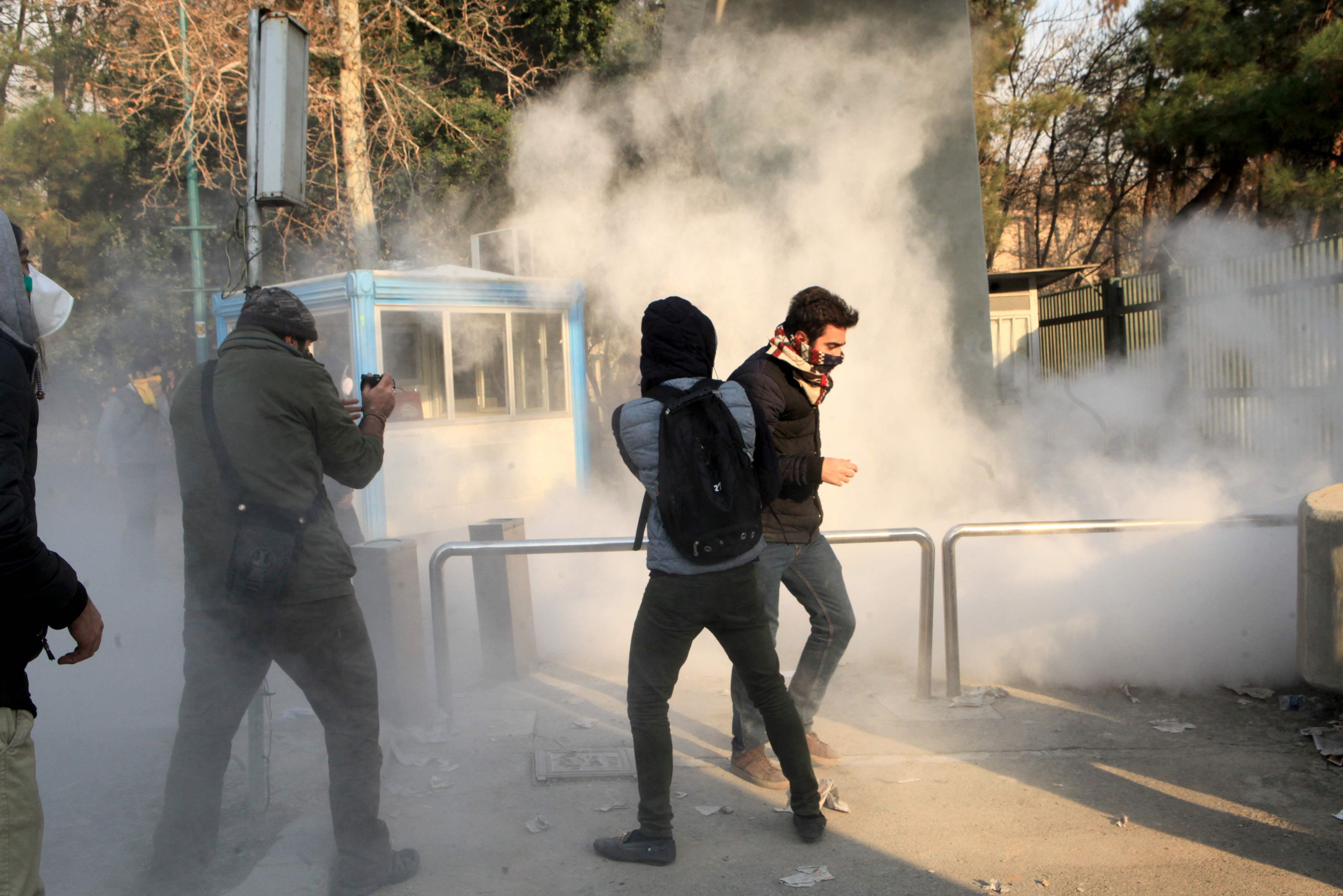 1017033-جانب-من-العنف-فى-ايران