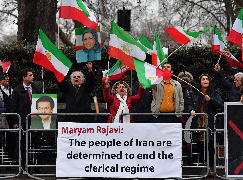 متظاهرون يتضامنون مع ثورة الفقراء فى ايران