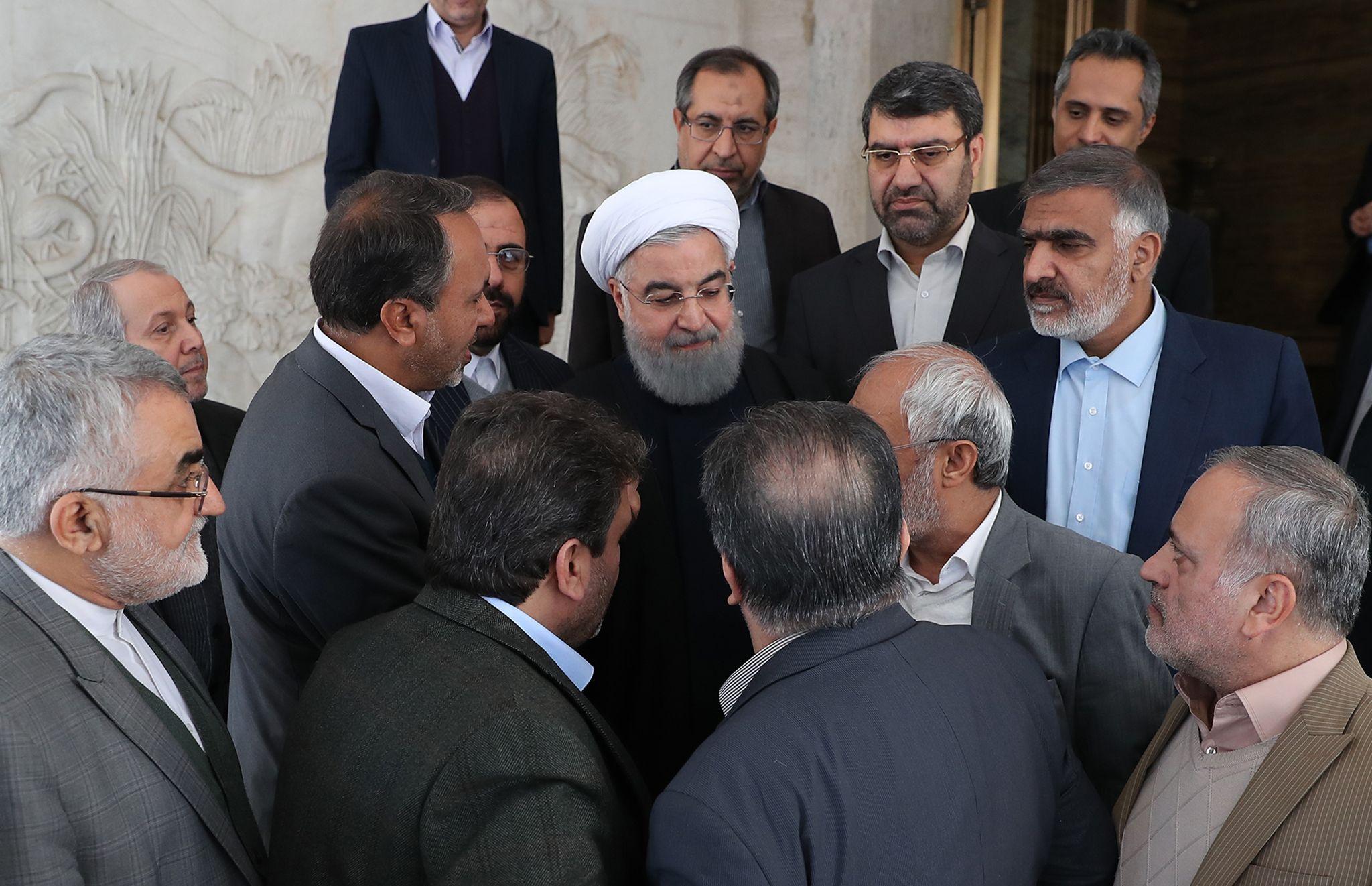 358417-صور-اجتماع-حسن-روحانى-وأعضاء-البرلمان-الإيرانى-(4)