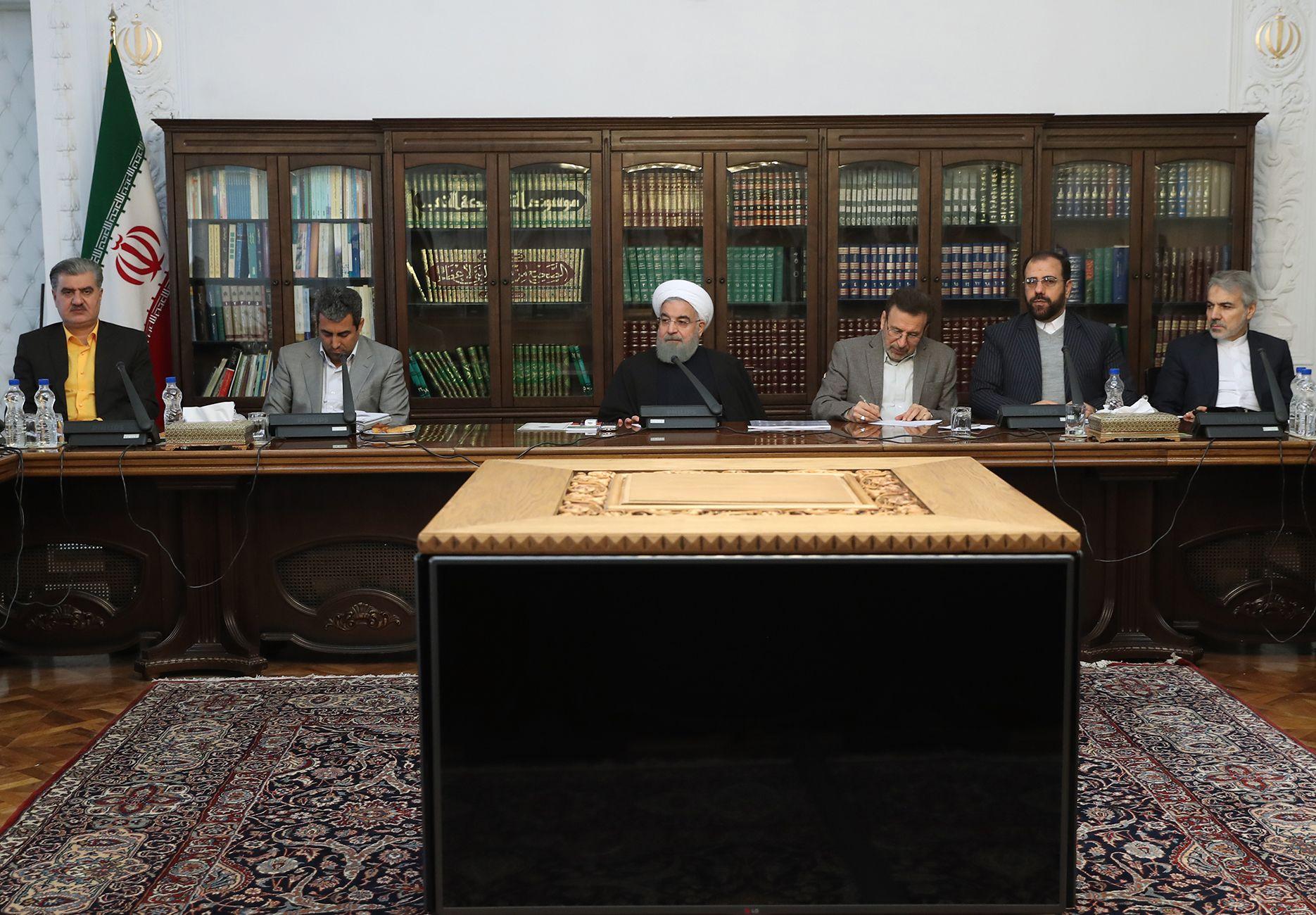 399493-صور-اجتماع-حسن-روحانى-وأعضاء-البرلمان-الإيرانى-(1)