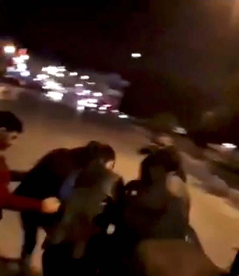 51298-اصابة-أحد-المتظاهرين-برصاص-الشرطة