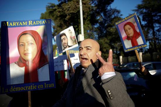 52361-صور-عواصم-العالم-تنتفض-لدعم-ثورة-الفقراء-فى-إيران-(1)