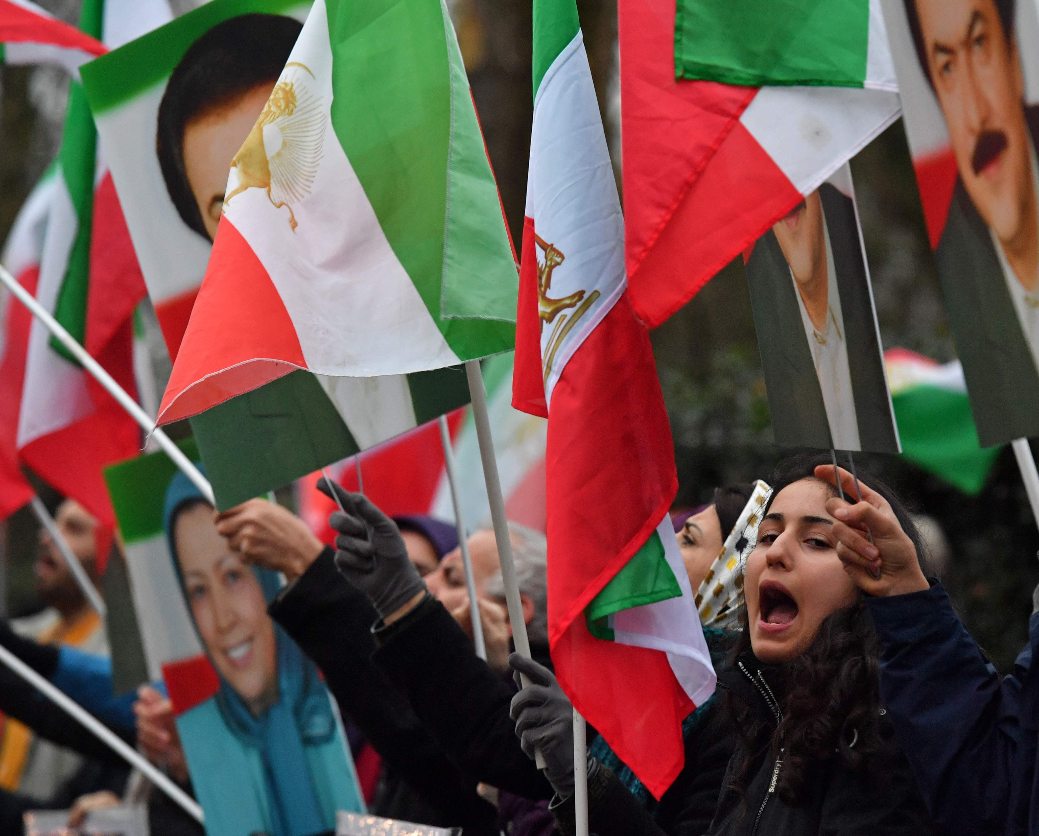 إيرانيون يتظاهرون فى لندن تضامنا مع ثورة الفقراء
