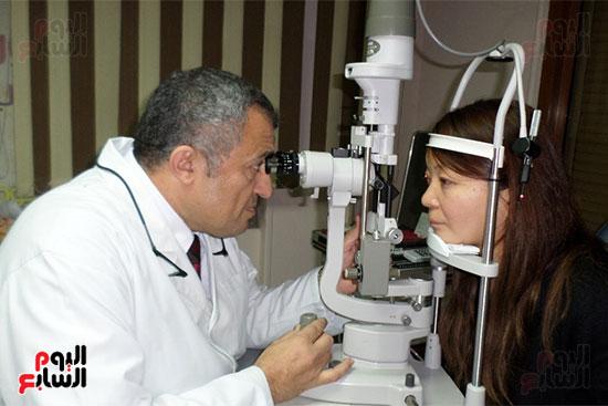 فحص المريضة عقب العملية