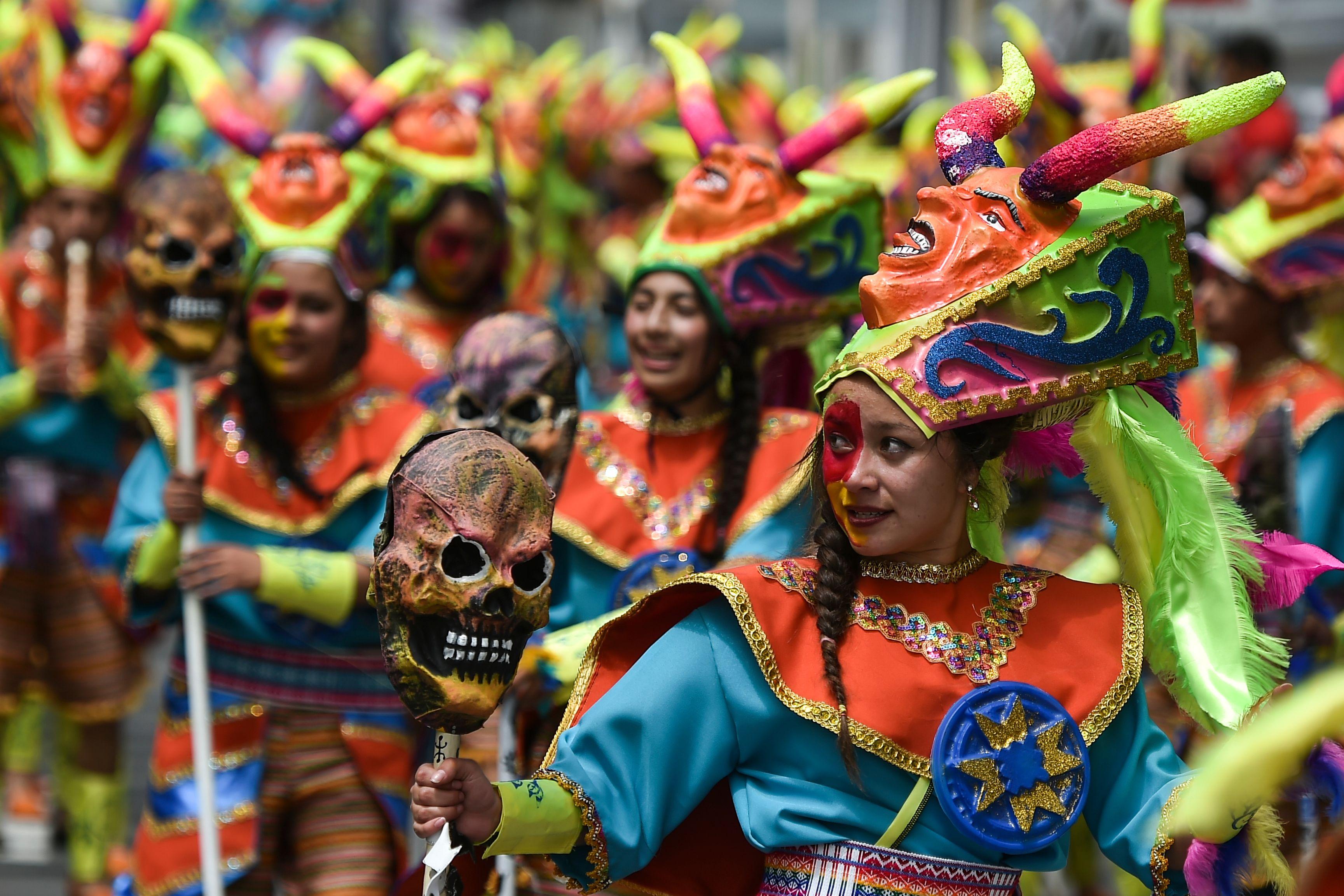 انطلاق مهرجان السود والبيض بكولومبيا