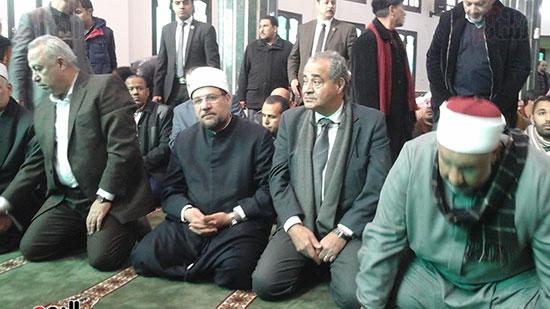 صور وزيرا الأوقاف والتموين يفتتحان مسجدًا بالشرقية (1)