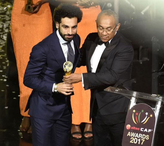 محمد صلاح يتسلم جائزة افضل لاعب في افريقيا