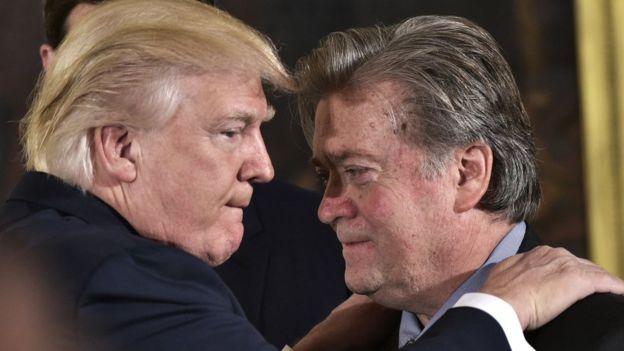 ترامب وستيف بانون قبل استقالة الأخير من منصبه