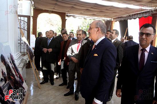 السفير العراقى فى مصر والعميد محمد سمير خلال احتفالية السفارة بعيد النصر