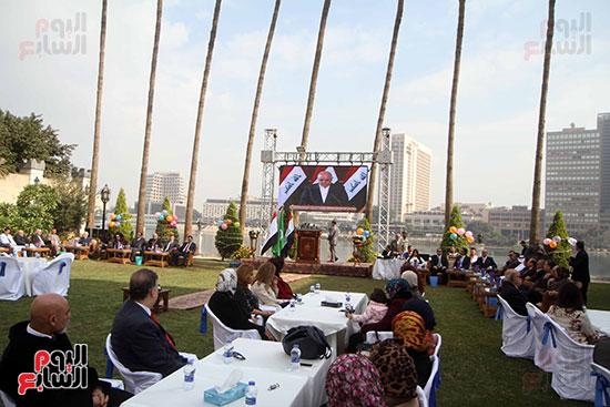 حرم السفير العراقى فى القاهرة على رأس الحضور باحتفالية السفارة بعيد النصر