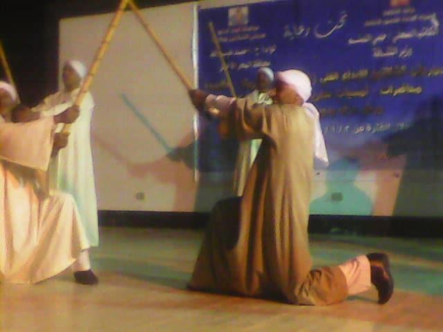 فرقة أسوان للفنون الشعبية تختتم عروضها الفنية بمهرجان الشلاتين للإبداع الفنى (4)